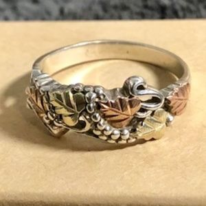 Black Hills Silver w/12k Leaves Band Size 9